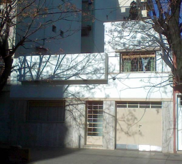 Casa residencial de estilo Moderno en barrio de Buenos Aires