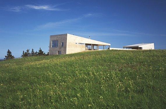 Vivienda de diseño alado sobre una colina en Nueva Escocia, Canadá
