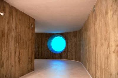 Casa cabaña de madera en Suiza vista del interior de lineas contemporáneas