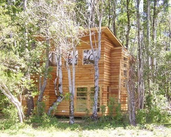Arquitectura de casas refugio de madera en el bosque chileno for Arquitectura de madera