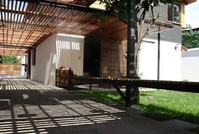 Fondos de una casa residencial urbana en Chile
