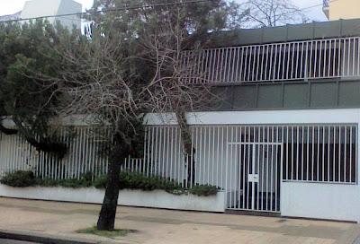 Cerramientos con rejas al frente de la casa