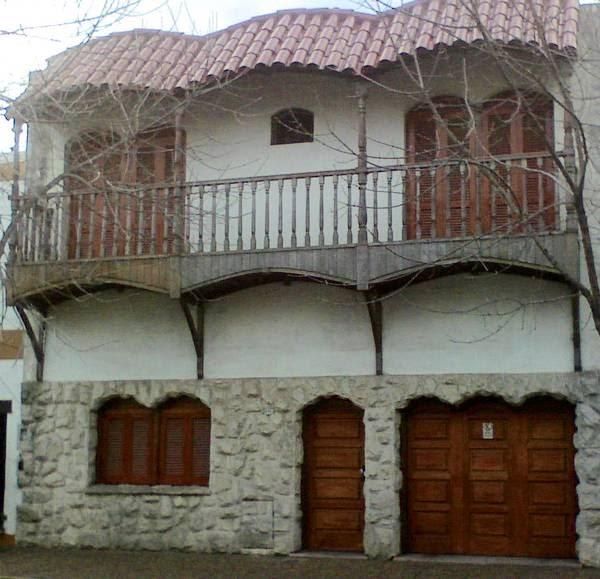 Arquitectura de casas fachada de estilo argentina for Estilos de casas arquitectura
