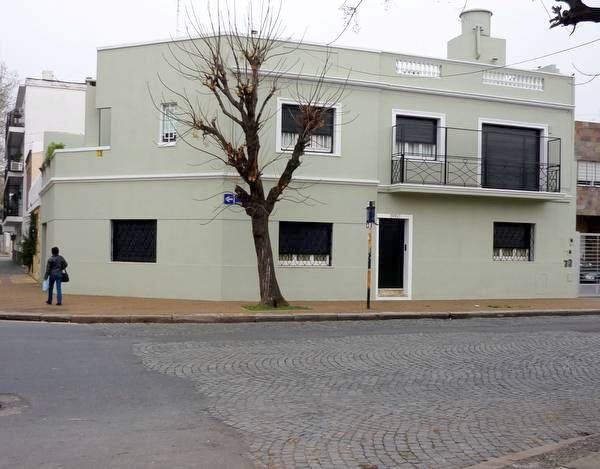 Arquitectura de casas casa reformada en esquina for Casas contemporaneas en esquina