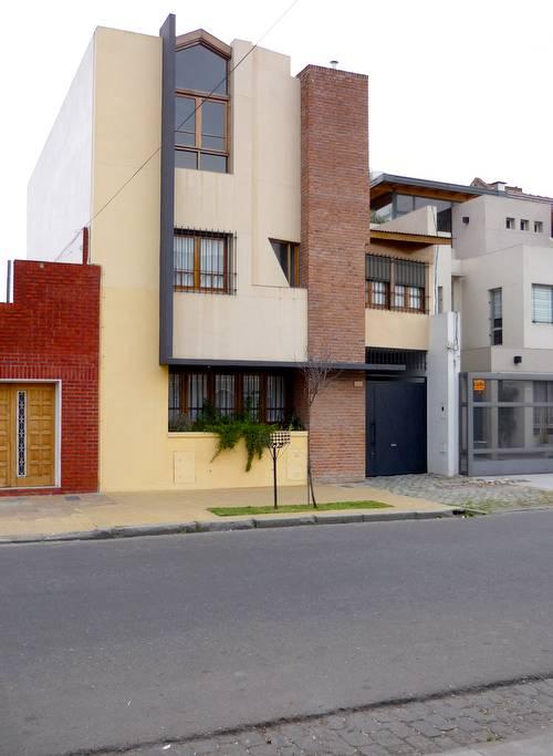 Casa residencial de tres plantas en Villa del Parque, Buenos Aires