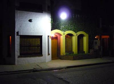 Casa contemporánea estilo hispánico
