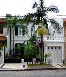 Casa con palmeras