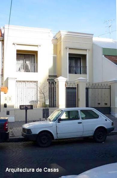 Arquitectura de casas fachada de casa de barrio reciclada for Fachadas de casas de barrio