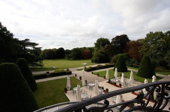 Patio trasero y jardines del chateau