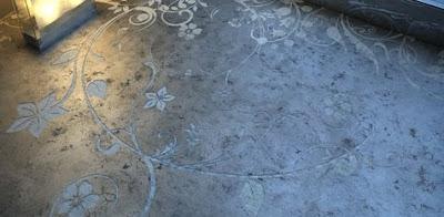 Cemento decorado en el piso