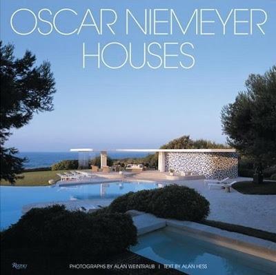 Tapa del libro Oscar Niemeyer Casas de Alan Hess