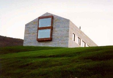 Perspectiva de la casa monolítica en Vizcaya
