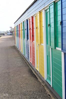Puertas de madera pintadas a colores