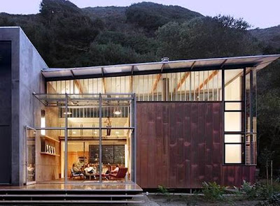 Casa de madera y metal