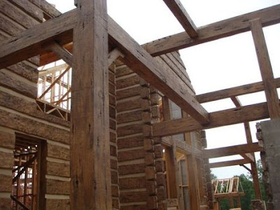 Casa con troncos simil madera