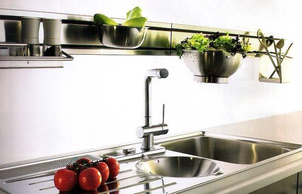 Arquitectura de casas cocina completa en acero inoxidable for Accesorios para cocina en acero inoxidable