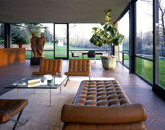 Interior de la Glass House de Philip Jhonson