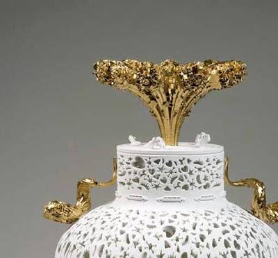 Detalle de pieza de porcelana