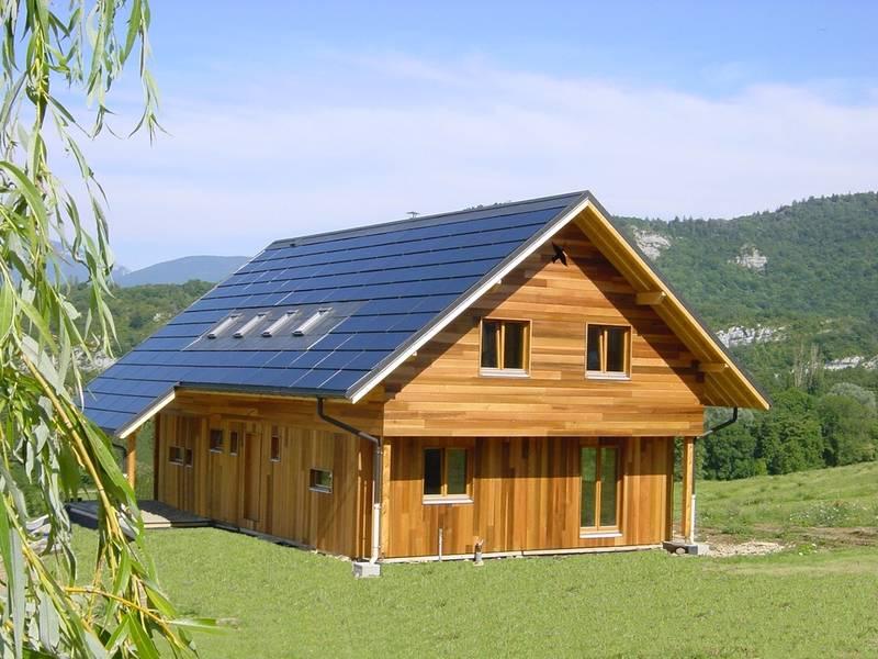 Arquitectura de casas casa de energ a positiva en francia for Montar placas solares en casa