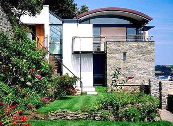 Arquitectura de casas casa contempor nea al borde de un for Comprare casa al lago