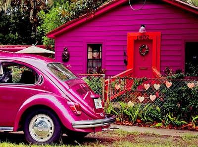 Casa de madera americana de colores fuertes