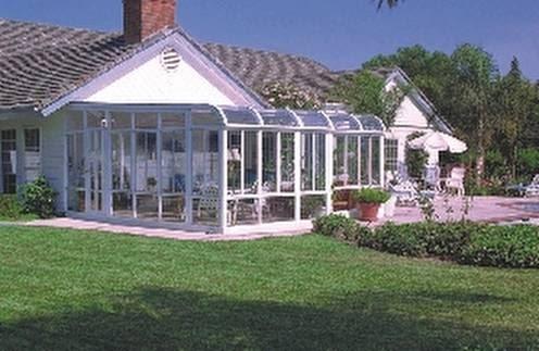 Arquitectura de casas extensi n de una casa con cerramiento for Jardines de invierno cerramientos