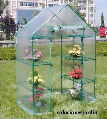 Arquitectura de casas invernadero con pvc en el jard n for Invernadero en casa