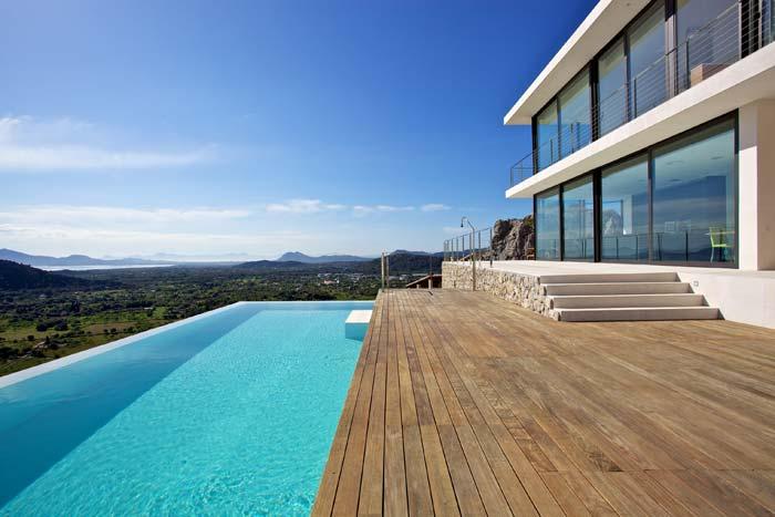 Arquitectura de casas villa moderna estilo minimalista en for Estilos de piscinas modernas