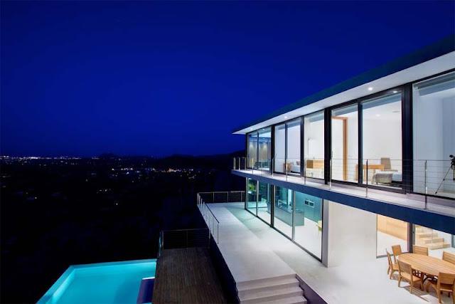 Villa Moderna vista nocturna