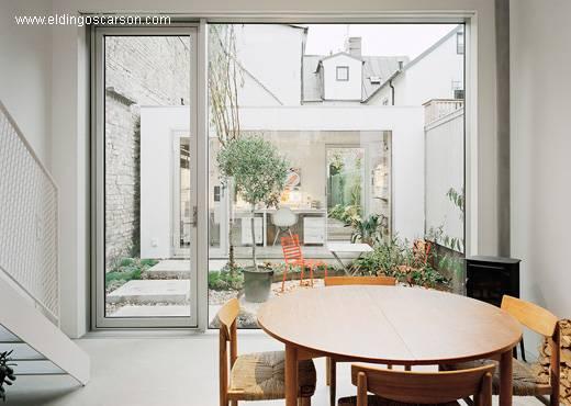 Fondo de la casa Minimalista, jardín y anexo