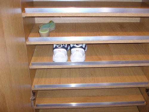 Arquitectura de casas armarios y dispositivos zapateros for Disenos de zapateros en madera