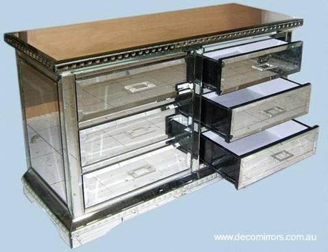 Arquitectura de Casas: Muebles del hogar decorados con espejos.
