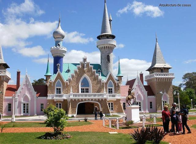 Un castillo, palacio de gobierno en la República de los Niños