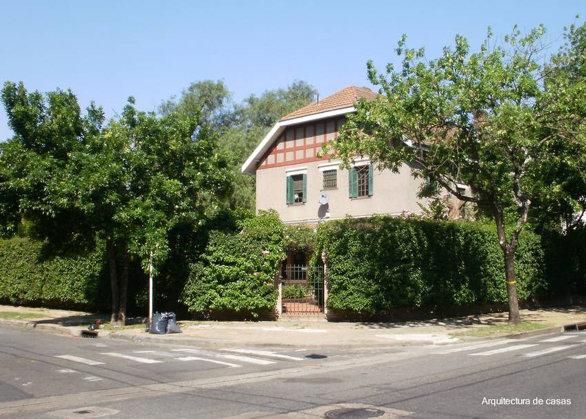 Arquitectura de casas casas con jardines y c sped for Casa del jardin