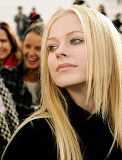 Avril Lavigne Lovely Photo
