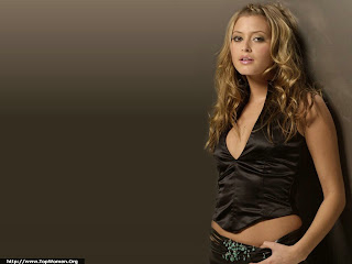 Cute Holly Valance Wallpaper