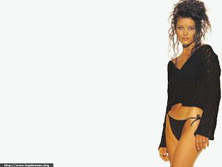 Catherine Zeta Jones Bikini Wallpaper