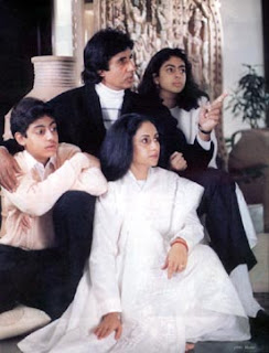 Colourful Family Pic of Amitabh Bachchan
