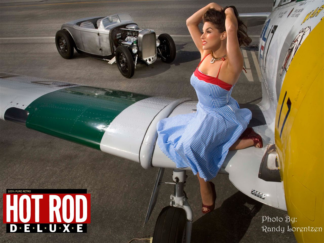 Girls And Muscle Cars Wallpaper: Trololo Blogg: Wallpaper At Dulux