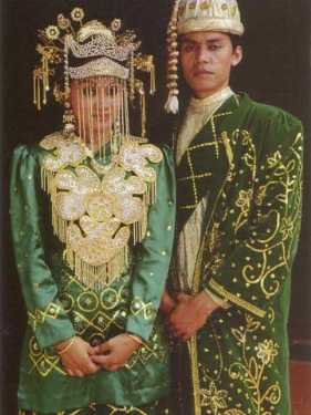 Betawi traditional clothes >>> Jakarta - VISITINDONESIA-PARADISE ...
