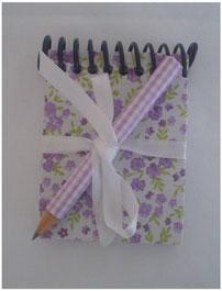 mini caderneta com mini lápis