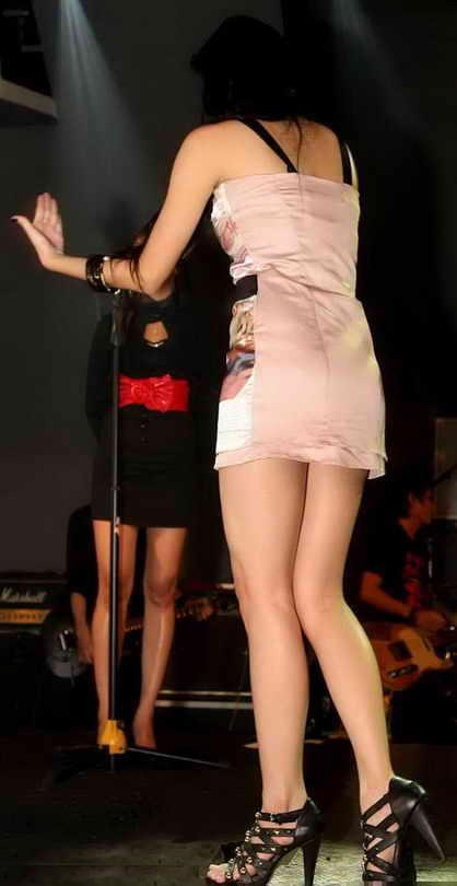 Aura Kasih Seksi on Stage Beautiful Legs