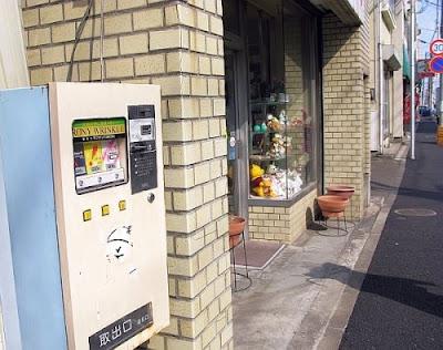 Vending Machine in Japan by Gallery Juana
