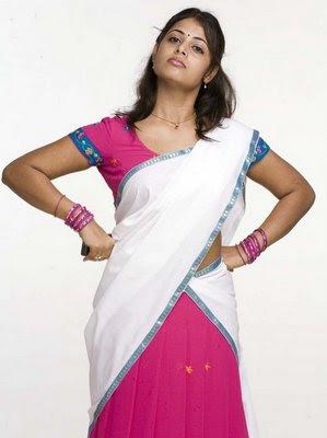 Sexy Sindhu Menon Sexy Half Saree Picture