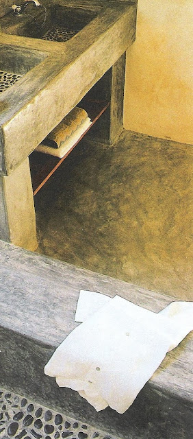 Côté Sud, Fev-Mar2003 concrete and smooth pebble basin and shower bottom edited by lb for linenandlavender.net