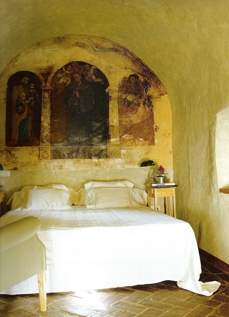 The Hotel Book, Great Escapes Europe, Fresco over bed, edited by lb for linenandlavender.net