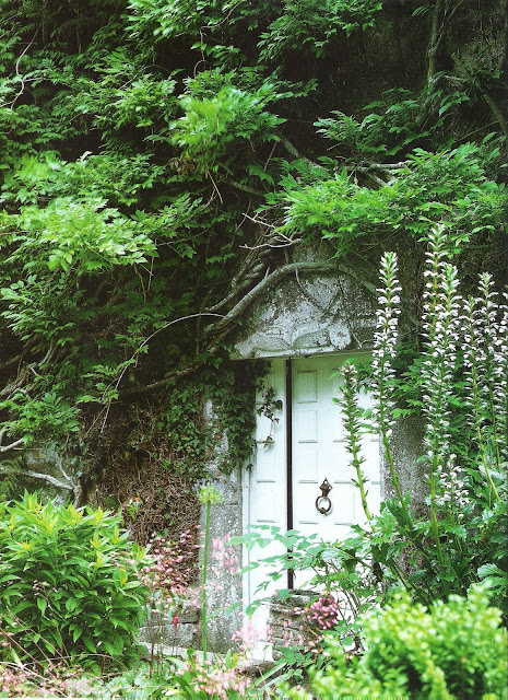 Ct Ouest Aout-Sept 2001 secret garden  edited by lb for  linenandlavender.net, here:  http://www.linenandlavender.net/2009/08/and-livin-is-easy.html