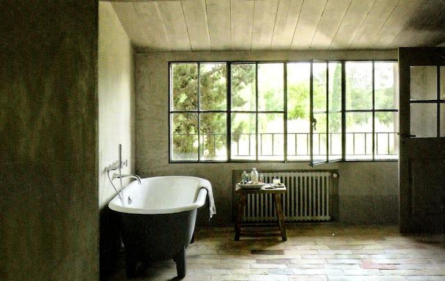 image via Maisons Côté Sud Magazine featured on linenandlavender.net - http://www.linenandlavender.net:  /2010/10/design-daily-bathing-room.html