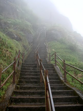 steps to Mahagiridabaya