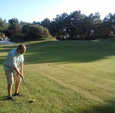 Trinitá a jogar Golfe